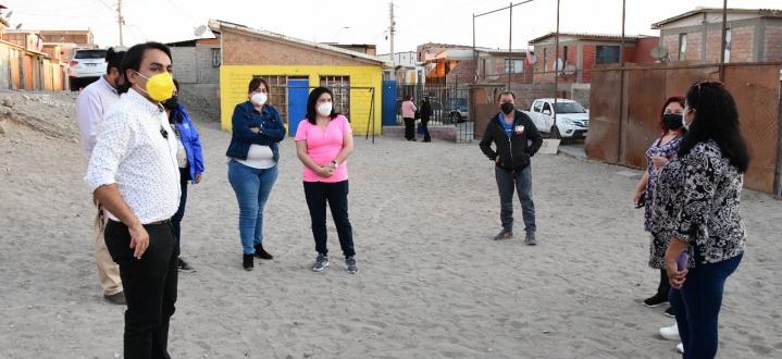 Vecinas de Villa Salvador Allende solicitan cancha, juegos infantiles y máquinas de ejercicio