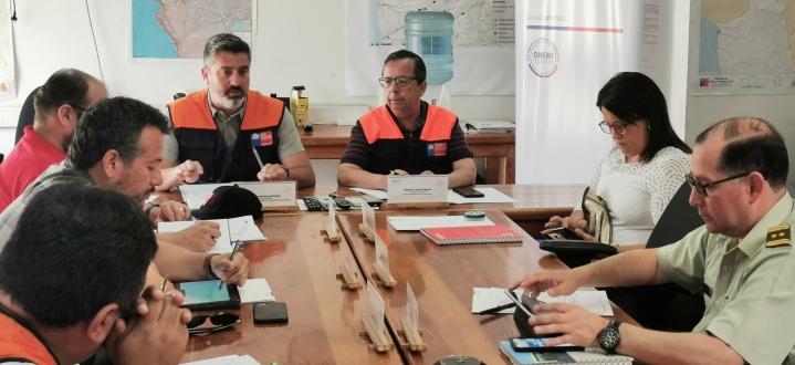 Intendente y ONEMI lideraron mesa técnica por lluvias en Arica y Parinacota