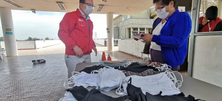 Modista ariqueña confeccionó 150 mascarillas para familias vulnerables de Arica